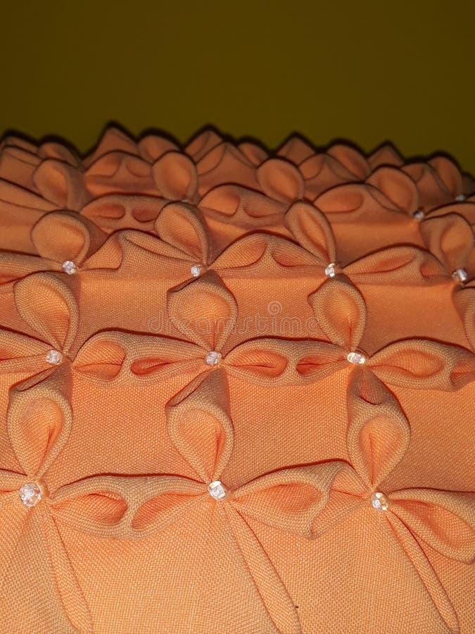 压印的橙色坐垫 免版税库存图片
