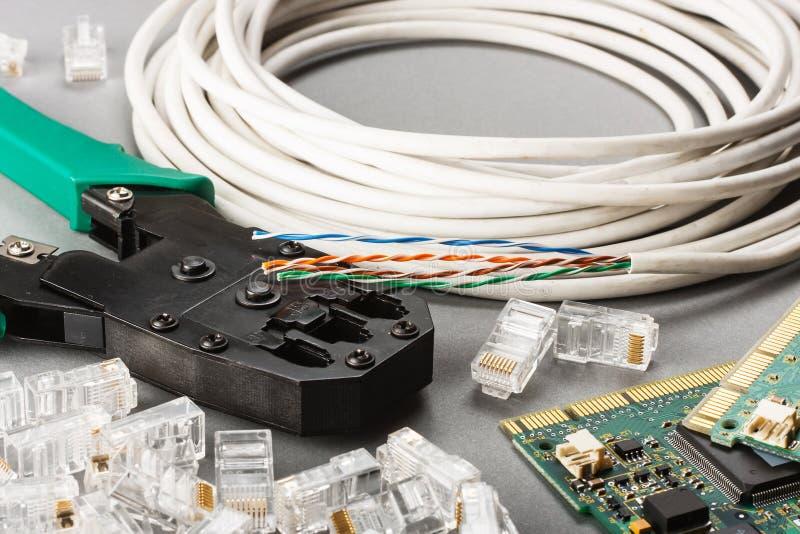 压接机和网络缆绳 库存图片