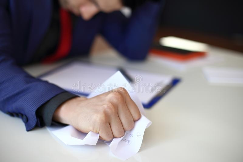 压皱纸在商人手上 免版税图库摄影