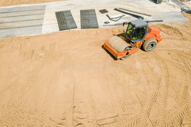 压路机地面为未来修路做准备 免版税库存照片