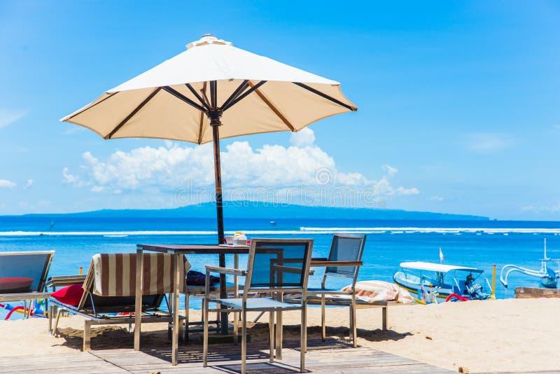 巴厘岛海沐浴的原始海滩 库存照片