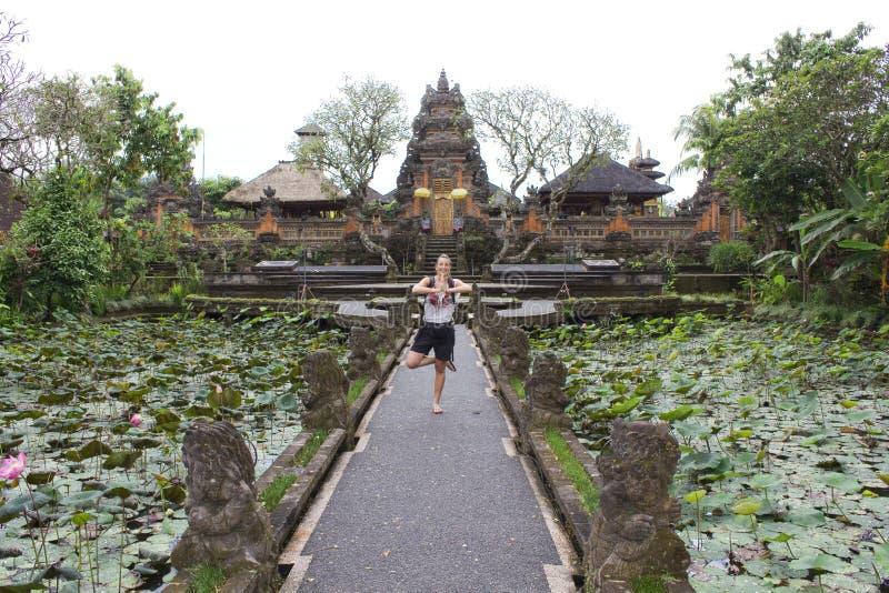 巴厘岛Saraswati寺庙在Ubud,巴厘岛 免版税图库摄影