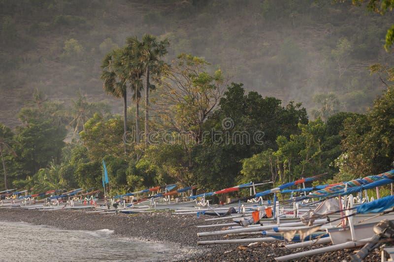 巴厘语传统航行渔船 免版税图库摄影
