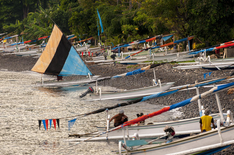 巴厘语传统航行渔船 库存照片