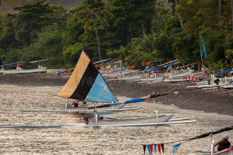 巴厘语传统航行渔船 库存图片