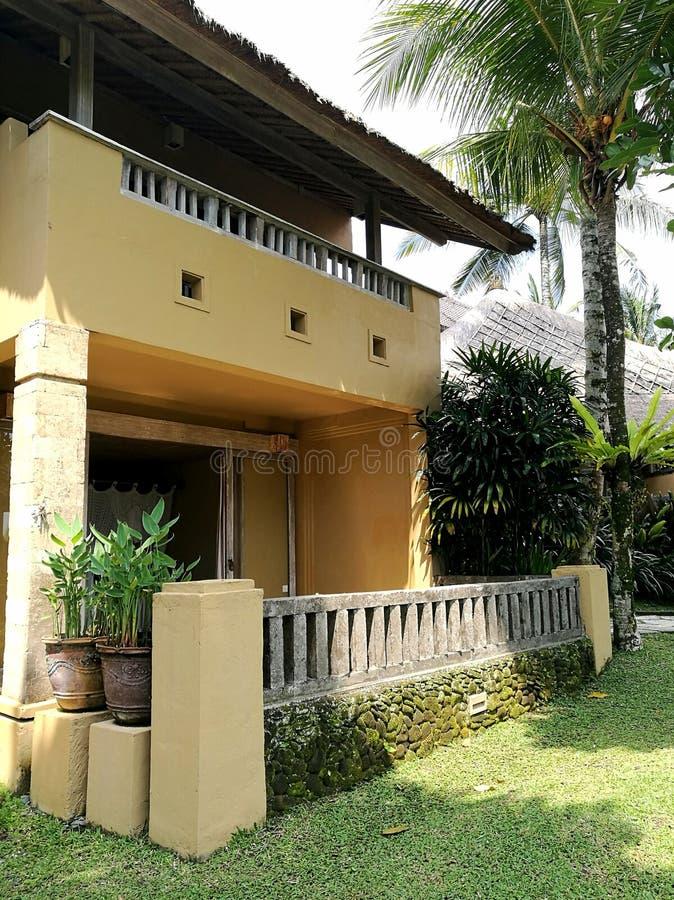 巴厘语样式度假旅馆和庭院 图库摄影