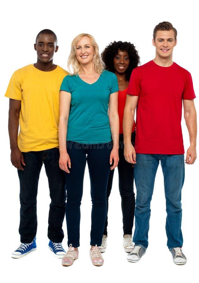 原因年轻人全长纵向四个朋友 免版税库存照片