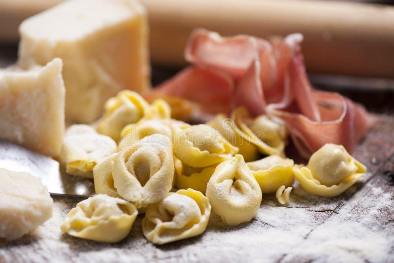 原始的意大利式饺子 免版税库存照片