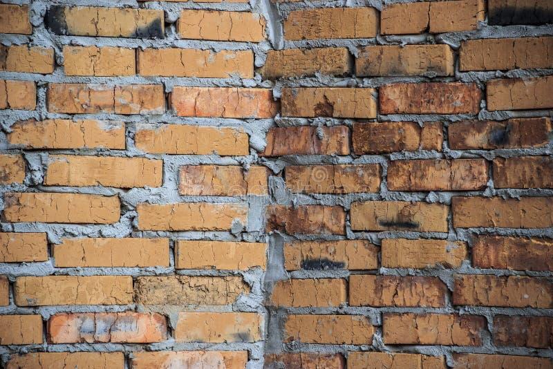 原始醒目的砖墙/背景 免版税库存照片