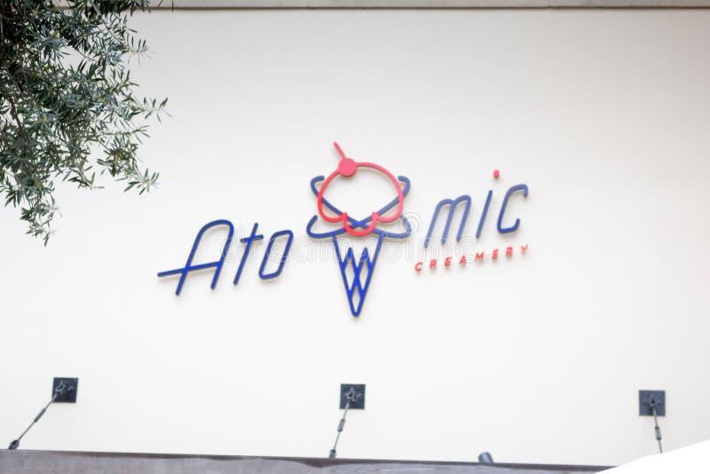 原子乳脂制造厂餐馆标志 免版税库存照片