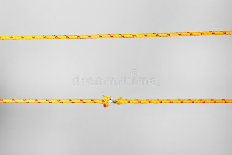 原封和磨损的绳索 免版税图库摄影