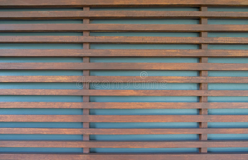 原木、木板条做的篱芭或者板条墙壁背景 免版税库存照片