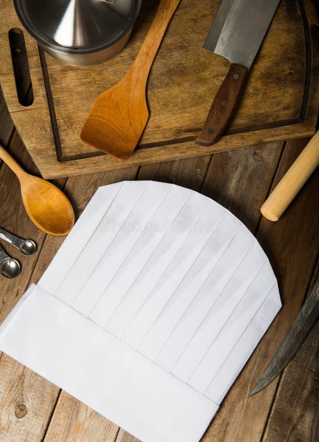厨师帽子和木匙子 免版税库存图片