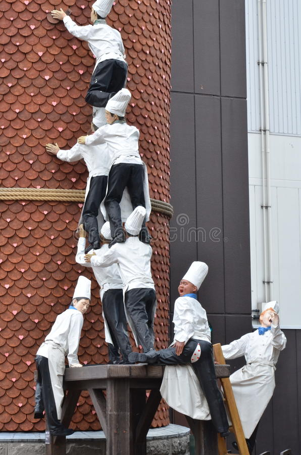 厨师雕象在巧克力工厂,白井Koibito公园攀登烟囱 图库摄影