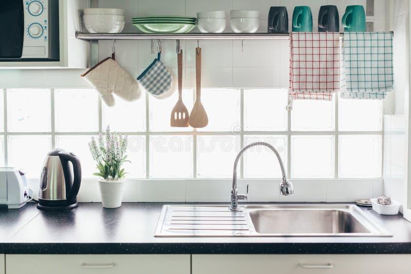 厨房内部和器物 免版税库存照片
