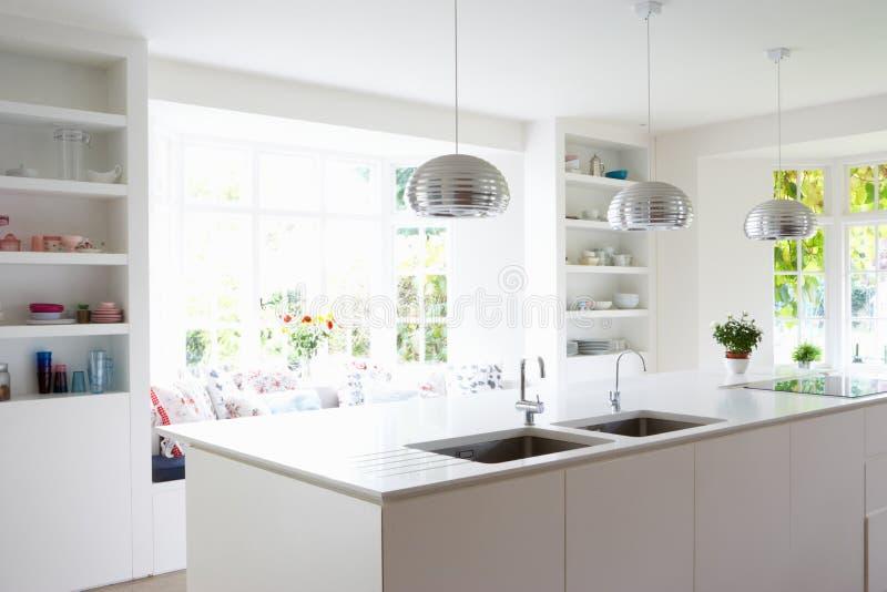 厨房在现代家 图库摄影