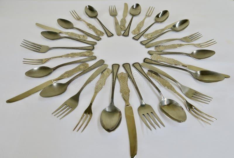 厨房套匙子叉子和刀子在白色背景 库存照片