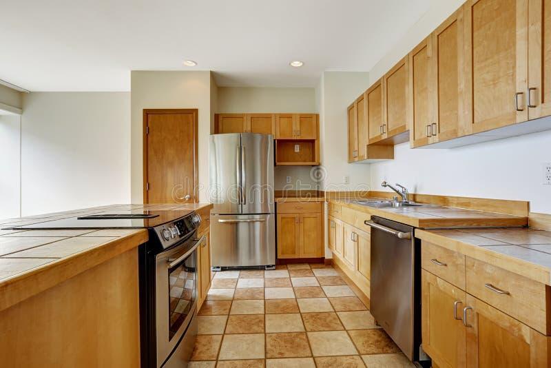 厨房室 空的工作室 公寓居民住房  免版税库存图片