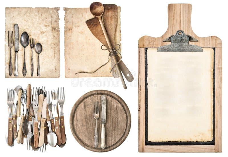 厨房板、年迈的食谱纸和葡萄酒利器 免版税库存照片