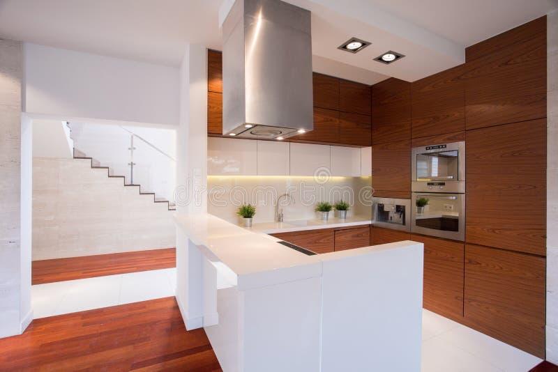 厨房现代木 免版税库存照片