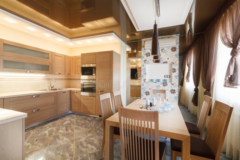 厨房现代木 免版税库存图片