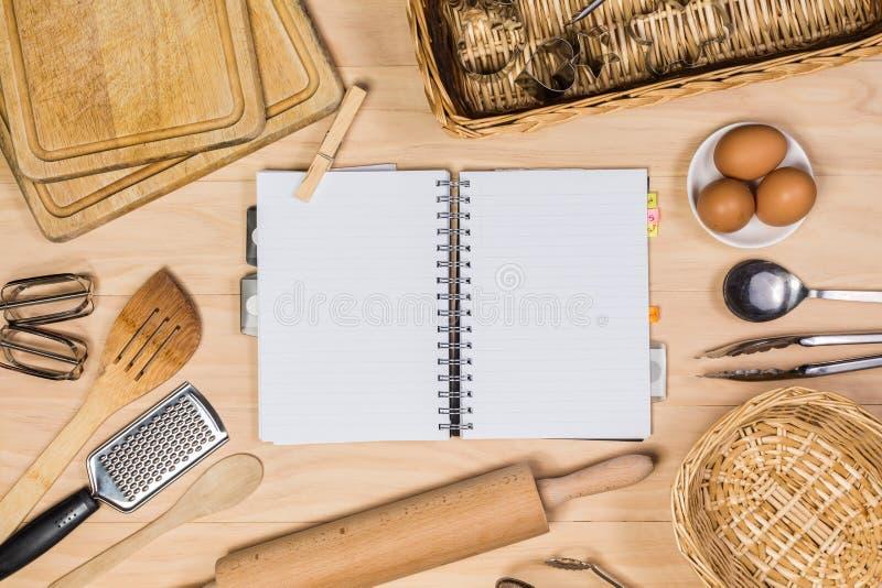 Download 厨房用工具加工木 库存照片. 图片 包括有 鸡蛋, 剪切, 射击, 酥皮点心, 烹饪, 顶上, 厨房, 复制 - 62528440
