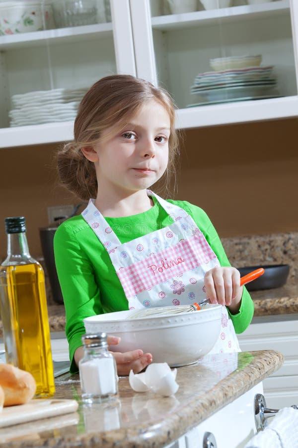 厨房的女孩 图库摄影