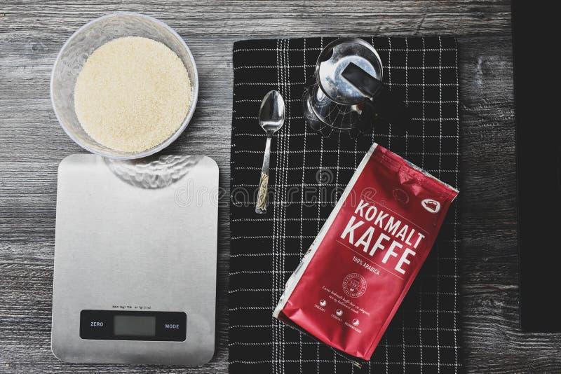 厨房美食术样式背景墙纸咖啡灰色和黑金属工具 免版税图库摄影