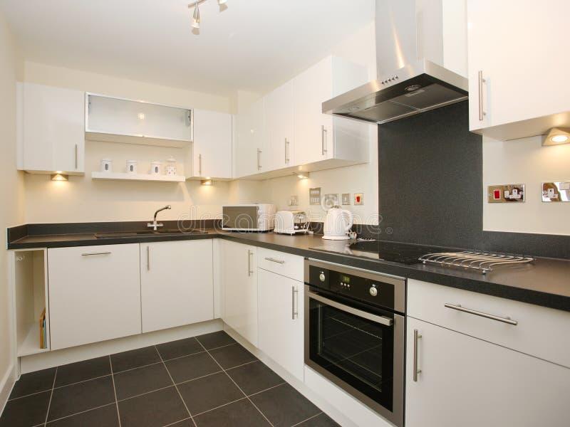 厨房豪华现代白色 免版税库存照片