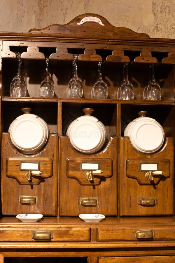 厨房集合葡萄酒酒 库存照片