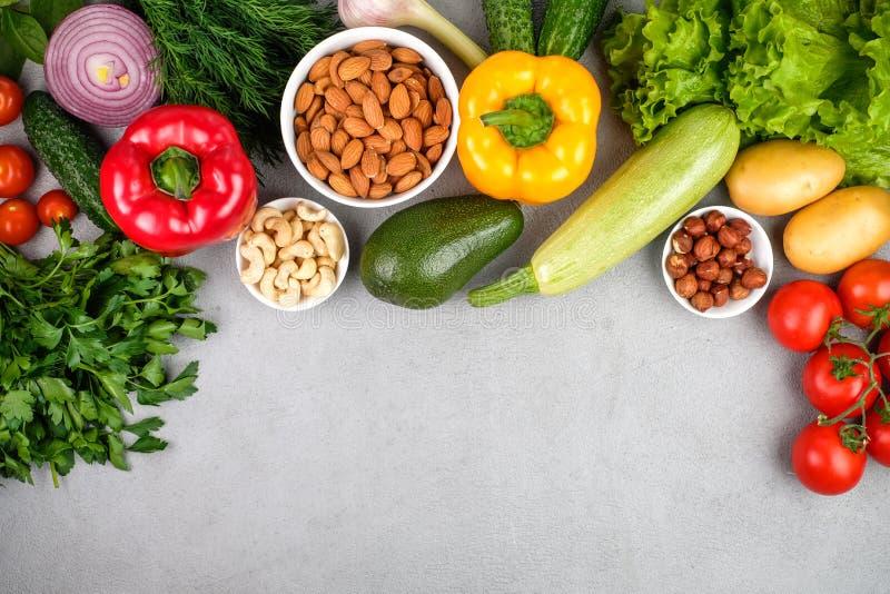 厨房-从上面被夺取的新鲜的五颜六色的有机蔬菜 免版税库存照片