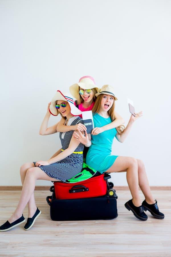 去手段的三个女性朋友 免版税图库摄影