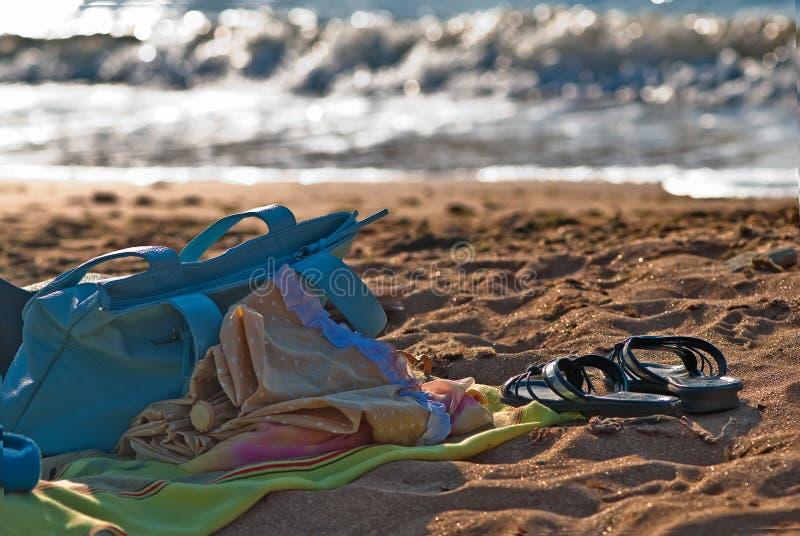 Download 去游泳 库存照片. 图片 包括有 黎明, 火箭筒, 夏天, 拍击声, 影子, 季节, 对象, 日落, 织品 - 22352360