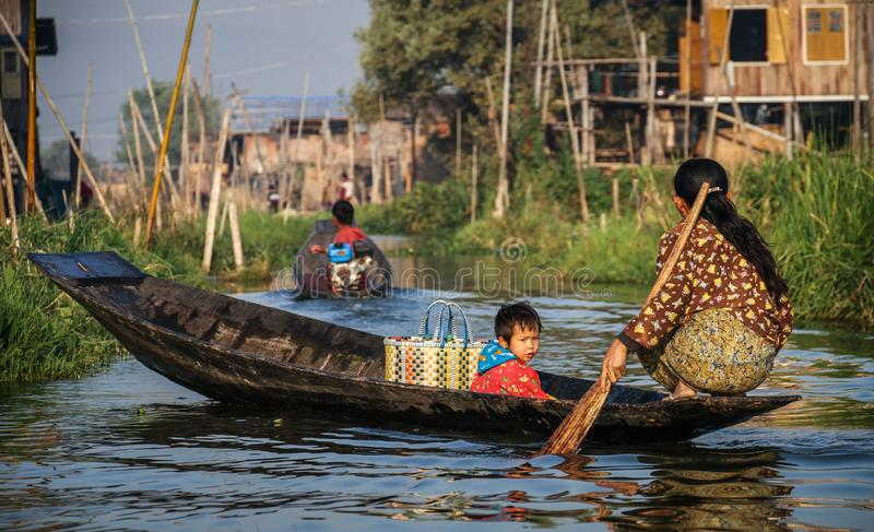 去的购物与少许一个, Inle湖,掸邦,缅甸 库存照片