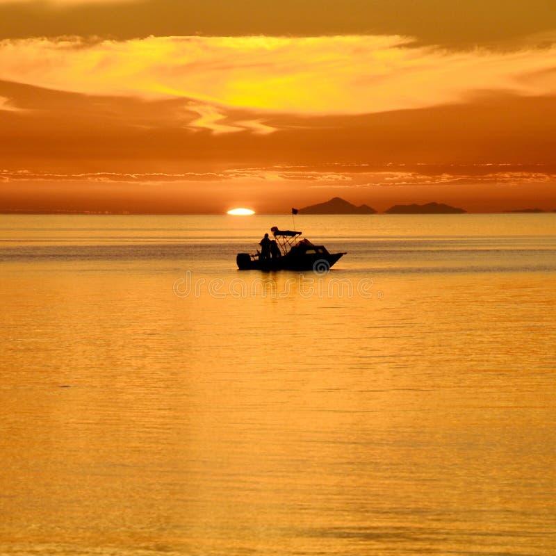 去的钓鱼在口岸腓力普海湾的日落 免版税库存照片