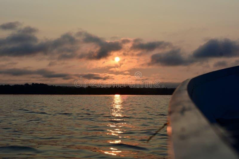 去的钓鱼在日出 免版税库存照片