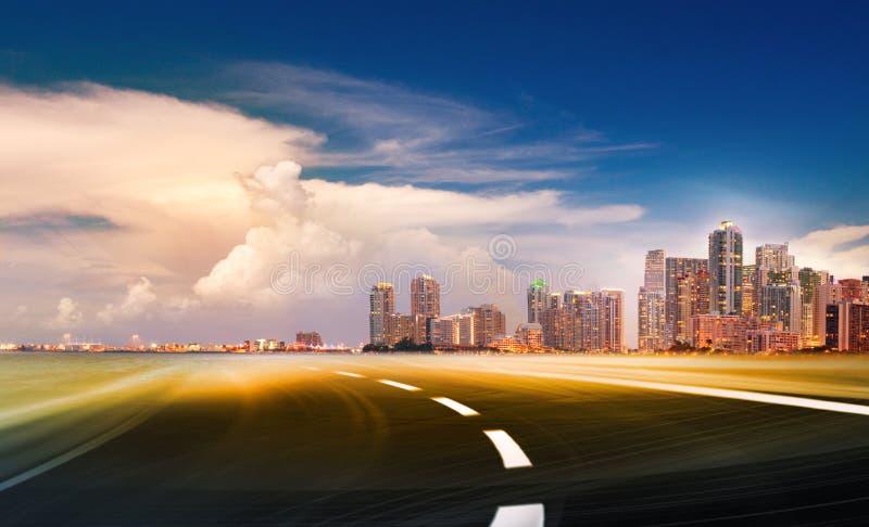 去Th的都市高速公路的抽象例证 向量例证