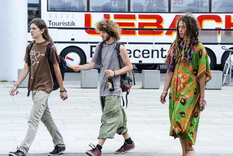 参加合法化的轻的药物行动的青年人在德国,柏林,德国, 09,07,2014 免版税库存照片