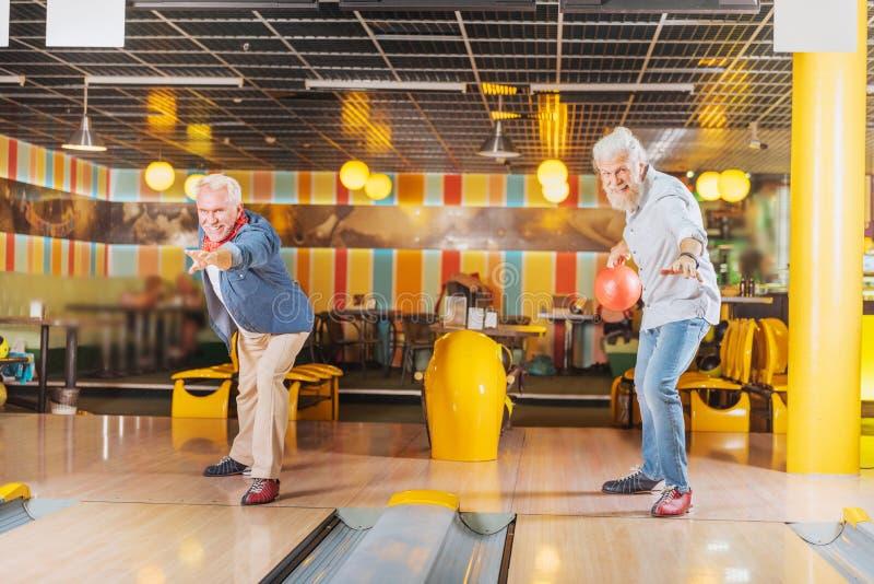 参加竞争的愉快的高兴人 免版税库存照片