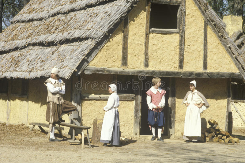 参加者在时代装束在历史的詹姆斯敦,弗吉尼亚,第一英国解决站点  免版税库存照片