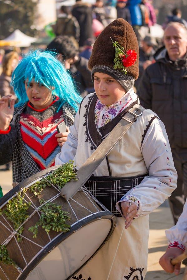 参加节日的青少年的男孩鼓手 免版税库存图片