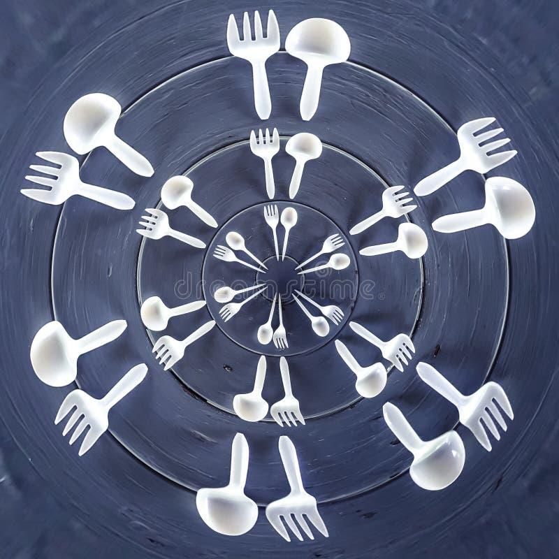 叉子和匙子在木桌上 向量例证