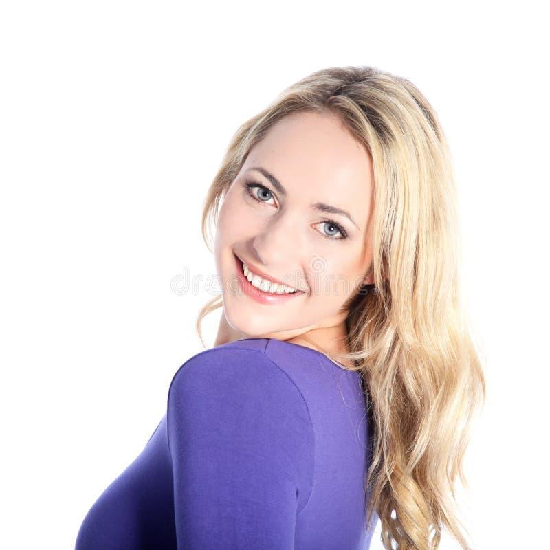 友好微笑的新白肤金发的妇女 免版税图库摄影