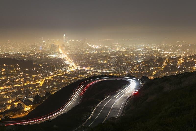 双峰顶视图在晚上,旧金山 免版税图库摄影