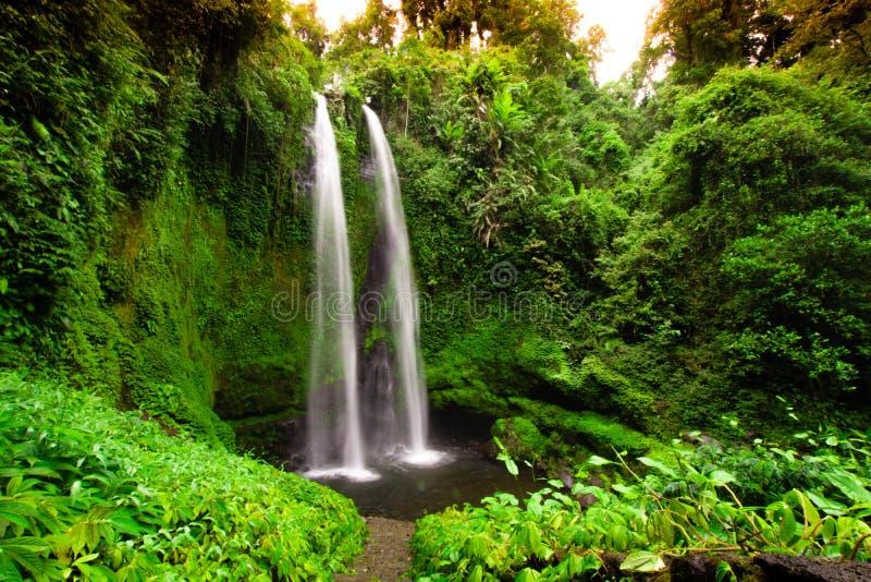 双瀑布,龙目岛,印度尼西亚,长的曝光 库存照片