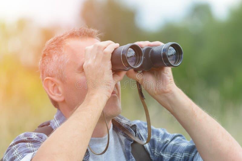 双眼查找的人 免版税图库摄影