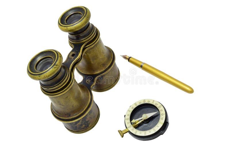 双筒望远镜、指南针和笔 库存图片