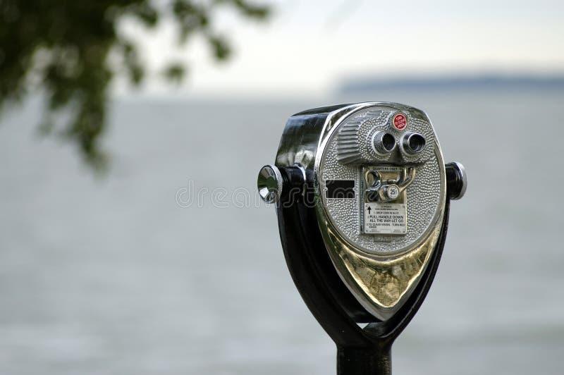 双筒望远镜硬币在操作附近的灯塔marblehead 库存图片