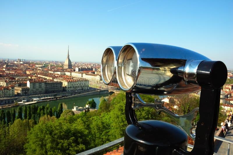 双筒望远镜观光的视图 库存照片