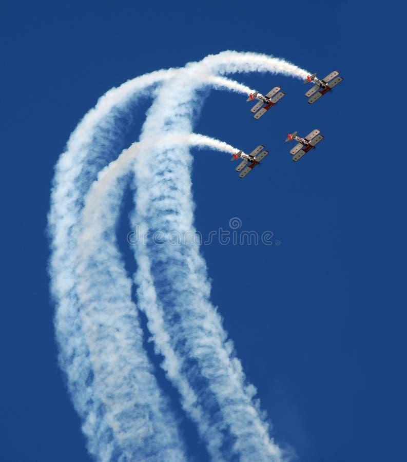 双翼飞机回旋 库存照片
